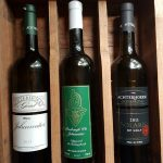 Wijnpakket met Johanniter 2011, Reeborgh Johanniter Wit en Solaris op Holt 2014. Actieprijs €37 (normaal €40)